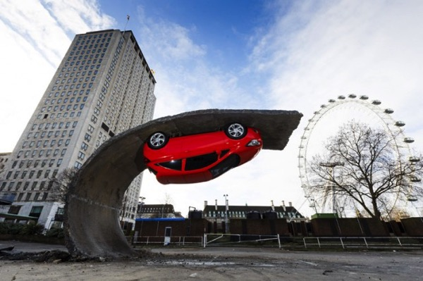 Vauxhall Motors Insallation by Alex Chinneck 0 640x426